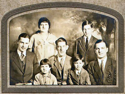 Genealogy/ErnieBonnellsFamily1930.jpg