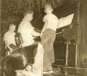 Ken_Poorman/Kenny_playing_at_Hall_Wertz_Reunion_late_1950s.jpg