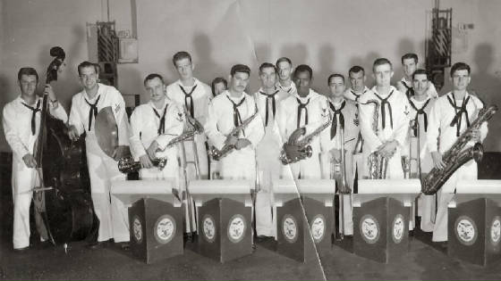 Navy/us_navy_Unit_band_194_comcardiv4_uss_forrestal_1962_ken_poormanr_jpg_w560h315.jpg